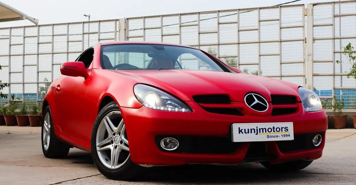 Well maintained Mercedes Benz SLK convertible sportscar selling at Tata Safari prices