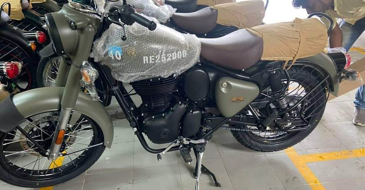 Royal Enfield new-gen Classic 350 Signals spotted at a dealership
