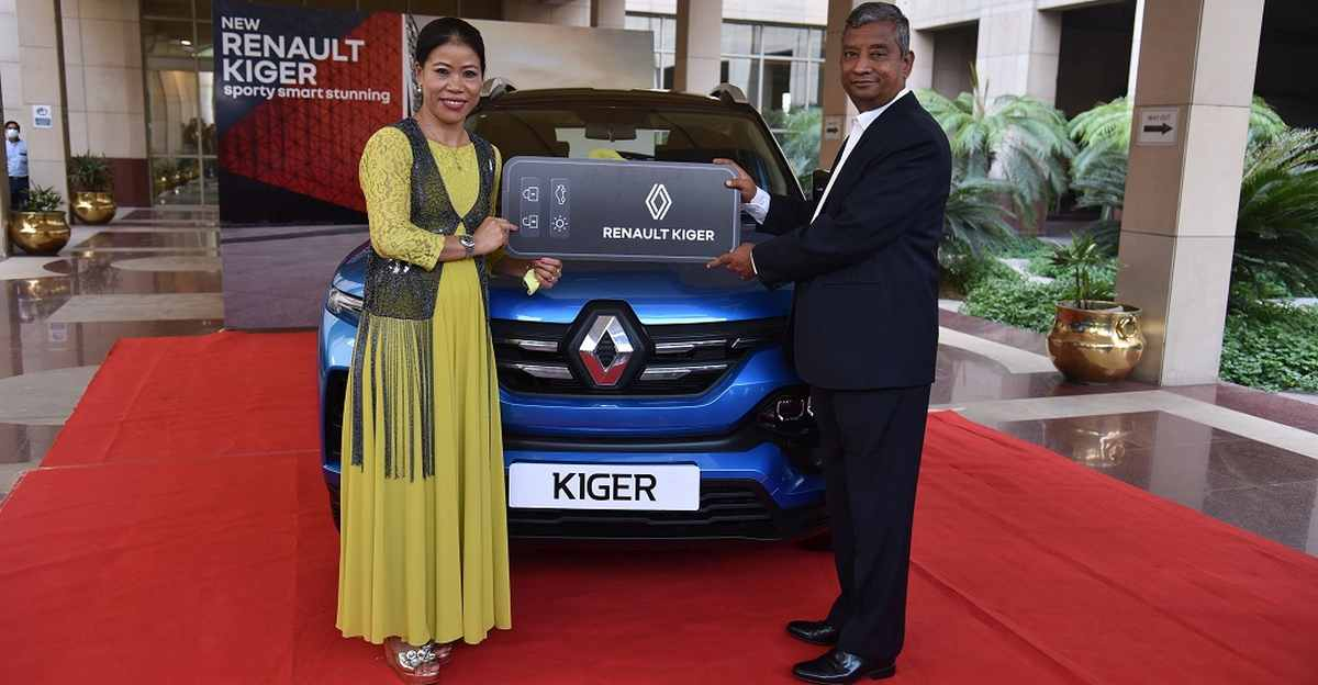 Renault Kiger SUV Presented To Indian veteran boxer Mary Kom