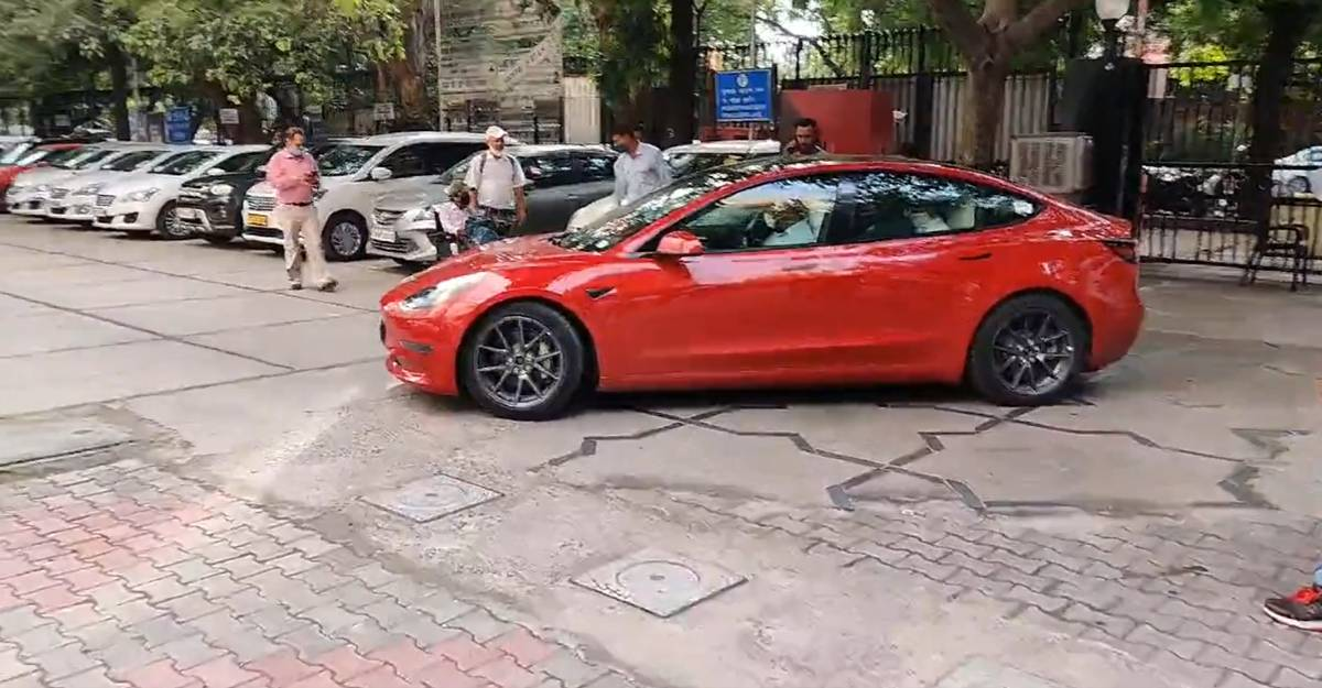 Tesla Model 3: Ministry of Road and Transport officials take ride in the EV [Video]