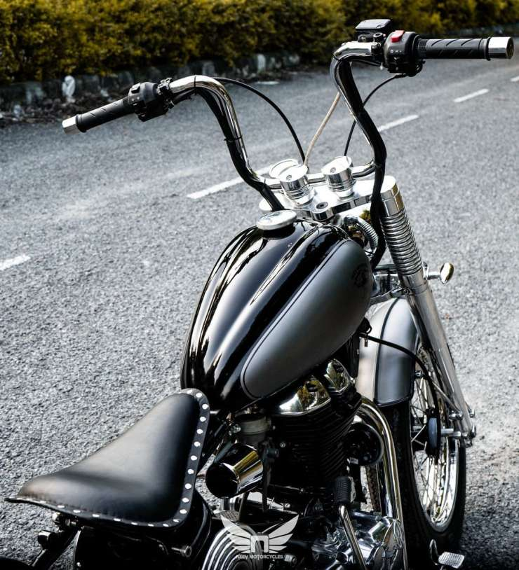 Royal Enfield Thunderbird 350 modified into a magnificent bobber