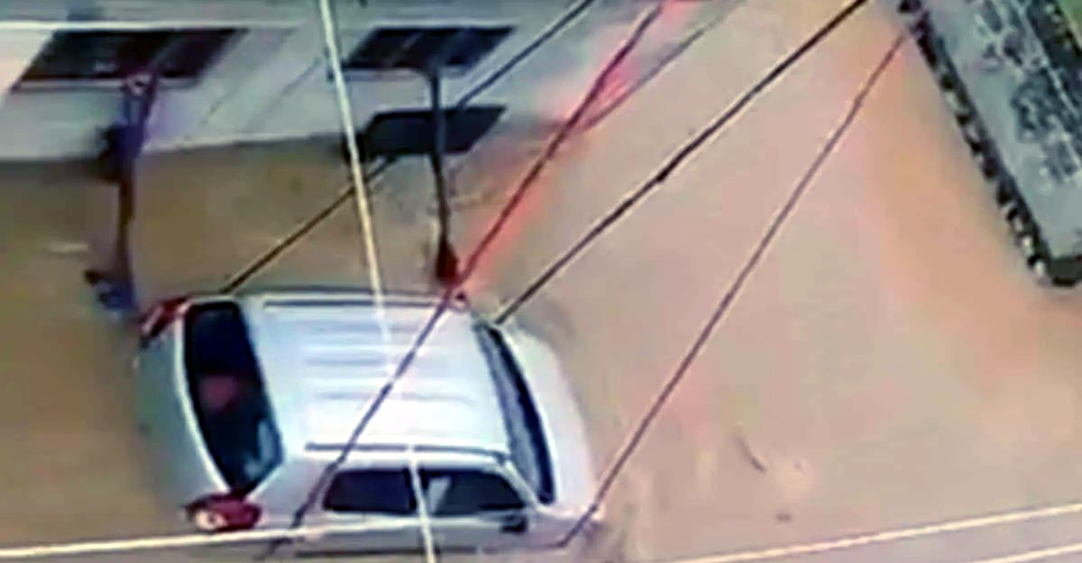 Telangana man ties Maruti Alto to avoid it from getting washed away in flash flood